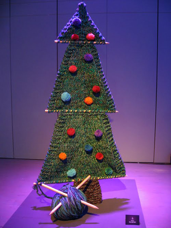 https://waggledancing.files.wordpress.com/2011/12/les-sapins-de-noel-charity-event-stella-mccartney.jpg